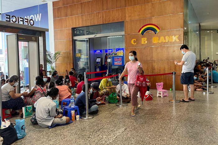 Myanmar thiếu tiền mặt, ngân hàng quyết không in thêm