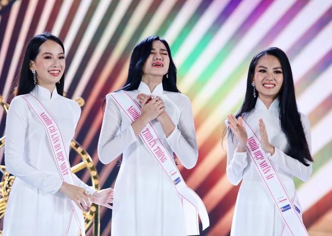 Khoảnh khắc Đỗ Thị Hà bật khóc khi đăng quang Hoa hậu Việt Nam