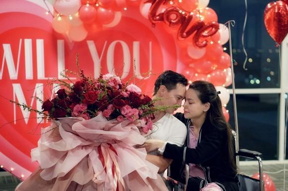 Sao Việt 15/11: Hồ Ngọc Hà cảm ơn lời chúc của mọi người sau khi được Kim Lý cầu hôn; BTV của VTV thừa nhận là thành viên của tất cả group anti-fan chỉ để... hóng biến