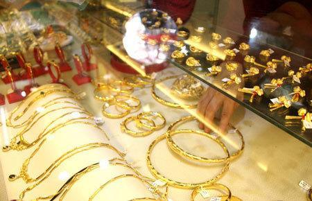 Giá vàng hôm nay 14/4: USD giảm nhanh, vàng tăng vọt