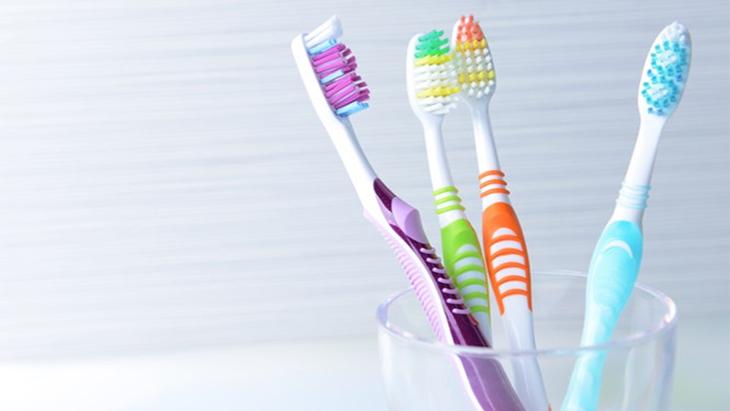 Những thói quen khiến bàn chải đánh răng biến thành ổ vi khuẩn